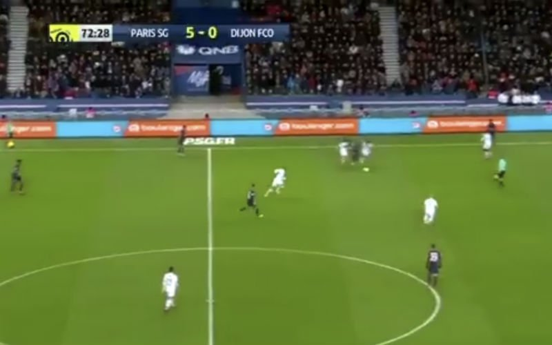 Neymar dribbelt op Messiaanse manier het veld over en scoort (Video)