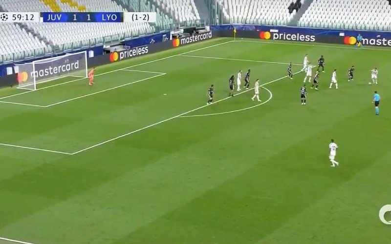 Cristiano Ronaldo pakt uit met wereldgoal in Champions League (VIDEO)